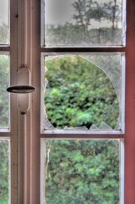 Kaputte Fenster-Scheibe © Rolf van Melis PIXELIO www.pixelio.de
