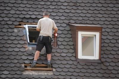 Renovierungsmaßnahme am Fenster © GabiB. PIXELIO www.pixelio.de