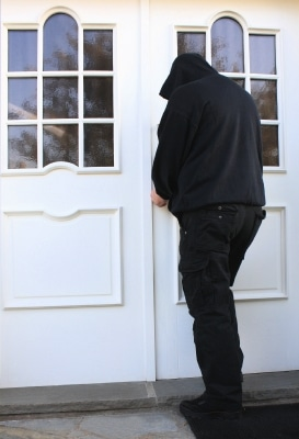 Einbrecher an der Haustür © Rike PIXELIO www.pixelio.de