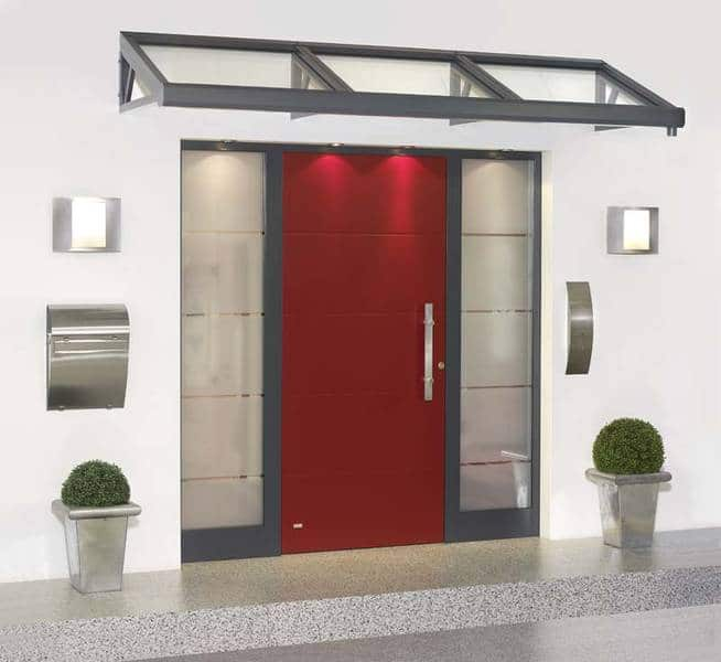 Neue Haustür-Front mit Vordach
