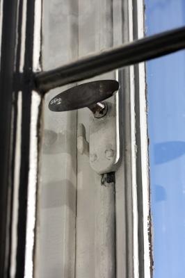 Älteres Fenstermodell ohne Einbruchschutz