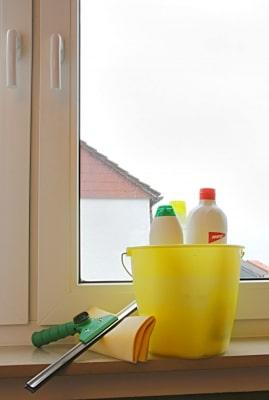 Reinigung der Fenster © BirgitH PIXELIO www.pixelio.de