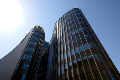 Sonnenstrahlen auf Hochhauskomplex © Q.pictures PIXELIO www.pixelio.de